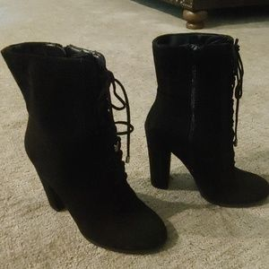 "Gorgeous Carlos 4 1/2"" Black lace up boots"